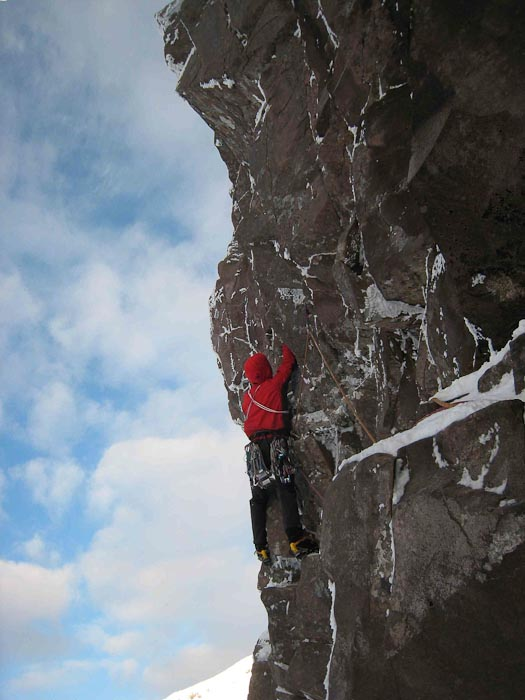 Guy Robertson on his first attempt on Sherlock (VIII,8), Mainreachan Buttress, Fuar Tholl. (Photo Dave Hesleden)