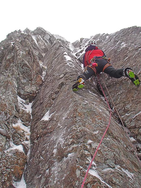 Steve Holmes leading the initial corner of Inception (V,7) on Ben Nevis. This technical mixed follows a line of grooves and chimneys in the Fawlty Towers area of Secondary Tower Ridge. (Photo Duncan Curry)
