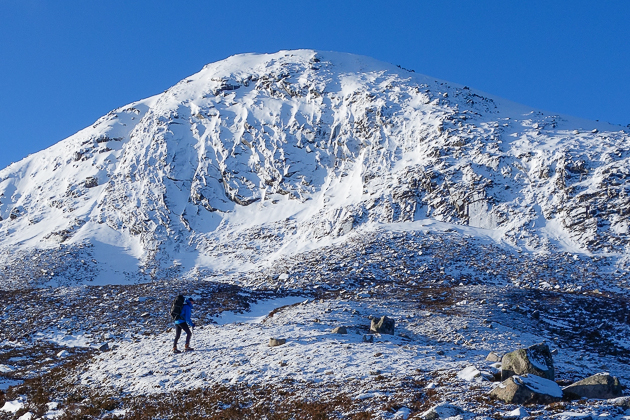 Roger Webb approaching Cnapan Nathraichean on Lochnagar. White Mamba (V,4) takes the narrow right-slanting groove directly above Roger 's head and is based on the summer line of Green Mamba that was first climbed by Dougie Dinwoodie and Adhair McIvor in June 1976. (Photo Simon Richardson)