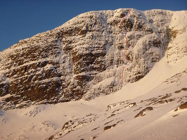 The South-East Cliff of Fuar Tholl with the line of The Ayatollah (VII,7) marked. The route was first climbed by Martin Moran in Ian Dring in February 1989 and was one of the most difficult routes in the Northern Highlands at the time. Ten days later, Moran added another landmark route to the mountain with Reach for the Sky (VII,6) on Mainreachan Butttress. (Photo/Topo Dave Kerr/Erick Baillot)